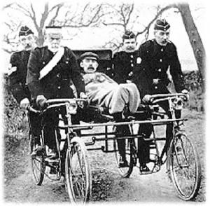 Bike ambulance early 1900s. Photo everymedic.com